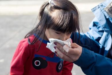 child sneeze